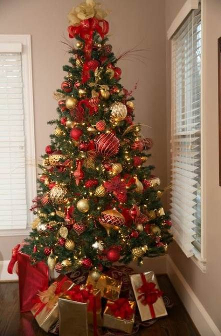 Trendy Christmas Tree Decorations Themes Gold And Red Ideas Christmas Tree Decorating Themes Red And Gold Christmas Tree Gold Christmas Tree Decorations