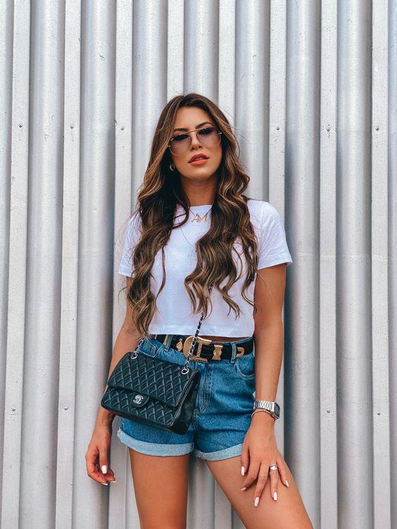 Inspiração de look com short jeans. #shortjeans #jeans #lookfeminino #lookfashion