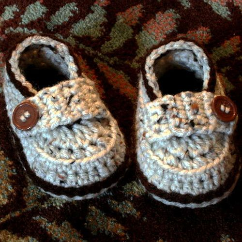 Most adorable crocheted baby shoes!! @Hilja Lindala, do you think your Mom could make these for Aili?