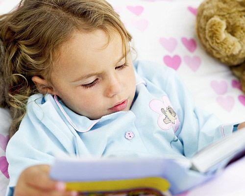 La #lectura es una puerta a la fantasía con infinitas ventajas para los niños. Es importante fomentar el hábito de leer desde bebés, de lo contrario los niños tienen su primer contacto con la lectura en el colegio, convirtiendo a los libros en una actividad escolar, en lugar de diversión y cultura. #familia