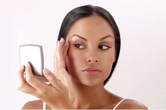 ***¿Cómo elegir la Base de Maquillaje?*** Las hay en una gran variedad, por lo que la elección de la misma no suele ser sencilla. Veamos los tipos de base de maquillaje que existen para saber cual es la que mejor se adaptará a nuestra piel.....SIGUE LEYENDO EN...... http://comohacerpara.com/elegir-la-base-de-maquillaje_5423b.html