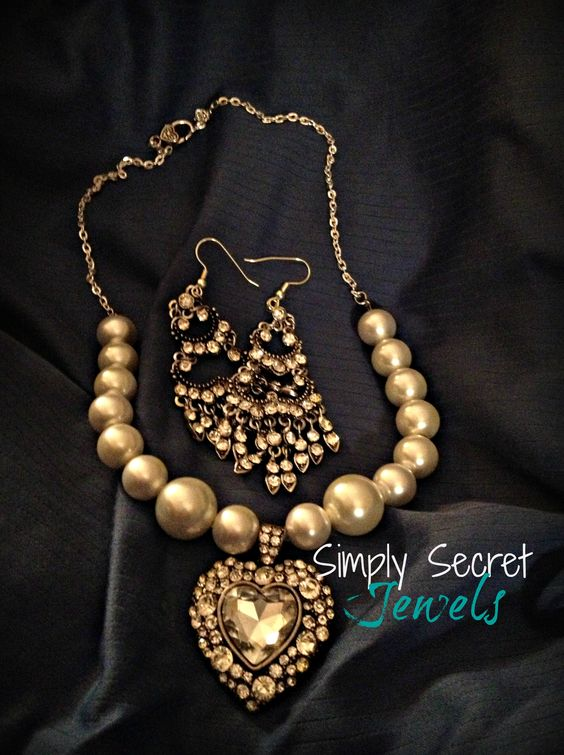 $43 Another gorgeous necklace from www.SimplySecretJewels.com!