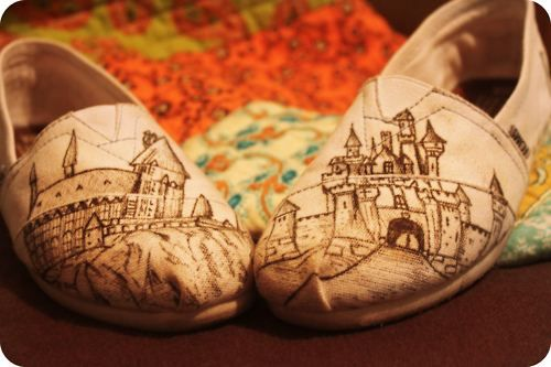 Custom TOMS with Hogwarts on them. #Need