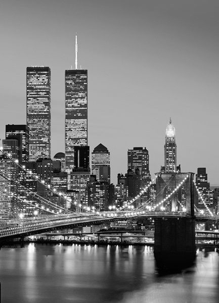 Fotomural Wizard Genius Manhattan Skyline at Night 388, imagen del puente de Manhattan por la noche, en blanco y negro.