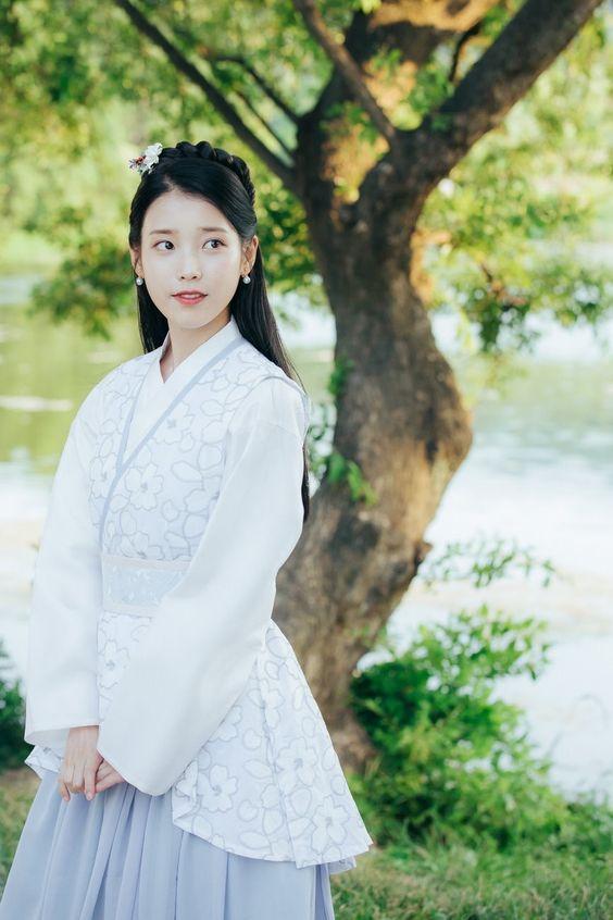 IU韓国伝統衣装がかわいい画像
