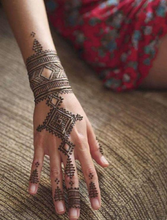 Coloration avec henné tatouage