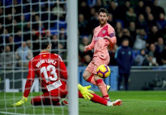 Agenbola889 - Barcelona akan menjadi ujian terakhir Tottenham Hotspur dalam lanjutan penyisihan Grup B Liga Champions 2018/19. Laga yang akan berlangsung di Camp Nou pada Rabu (12/12/2018) pukul 03.00 dini hari WIB ini juga sekaligus menentukan apakah The Lilywhites dapat melangkah ke babak selanjutnya atau justru terlempar ke Liga Europa.