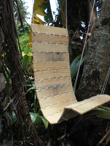 Upcycled pallet garden swing
