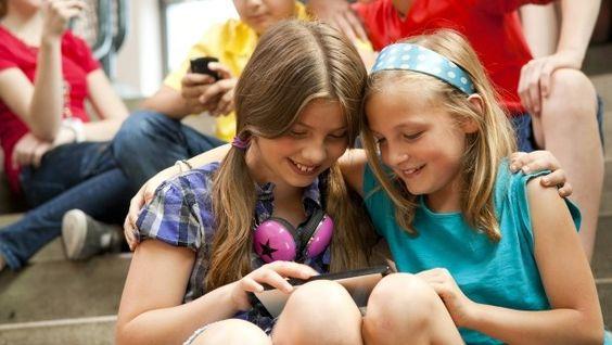 Mediennutzung Internetnutzung Whatsapp Facebook Streamingdienste nehmen unter Jugendlichen zu. Bei den Älteren Nutzerquote von 100 Prozent.