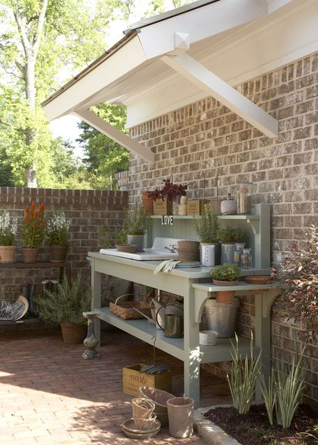 potting bench - I will have one of these made by the beginning of summer!  It's on my to-do list ;)