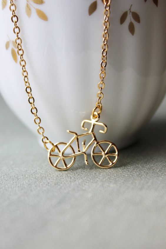 I Want to Ride My BICYCLE Kette. $49,25, via Etsy.