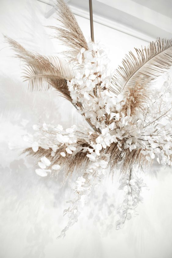 Create moments of ethereal beauty throughout your wedding with floral arrangements in palettes bleached of color.