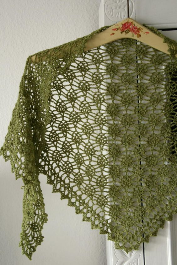 Crochet Pattern For Small Shawl : crochet shawl with small pineapples http://frumadsens ...