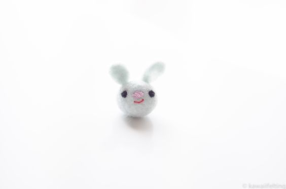 Cute bunny needle felt tutorial by Kawaii Felting (easy needle felting tutorial…