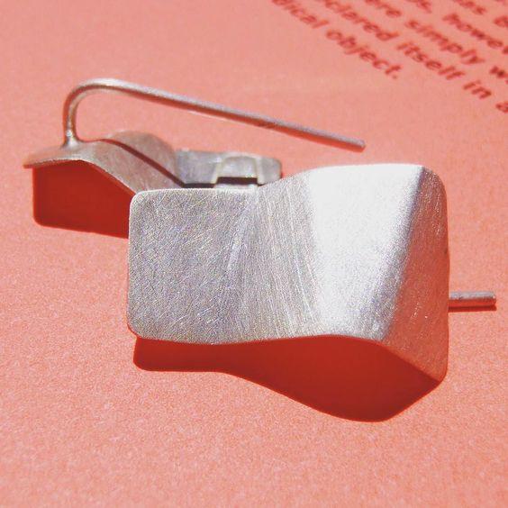 origami faceted earrings in reclaimed brushed sterling silver. #jewelrygram #earrings #handmadejewellery #joyería #jewelry #etsyhunt #etsysuccess #etsygifts #etsygram #etsyitaly
