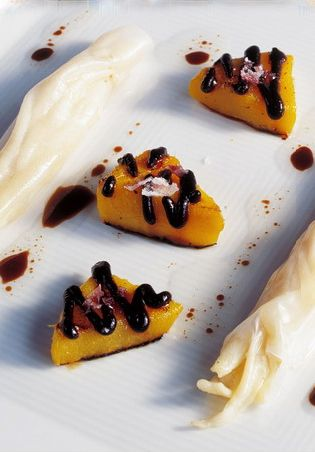 495, El Bulli, 1998, plato (dishes) espardenyes en deconstrucción con mango a la oliva negra (deconstructed sea cucumbers with black olive garnished mango)