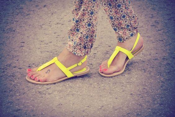sandalias fluorescentes