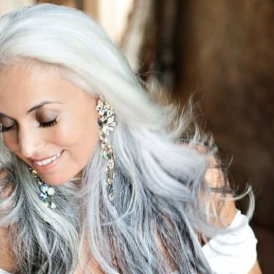 gorgeous gray hair | Ok Courtney , I want this gorgeous gray hair in 20 yrs.