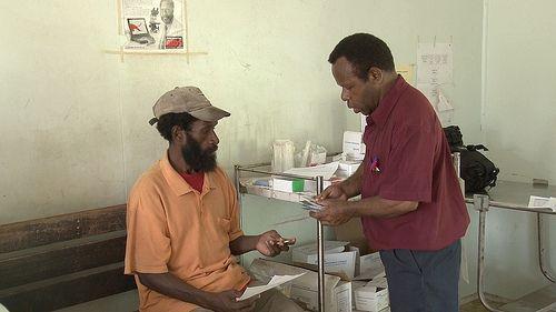PETITIE BRIEF:  Beste Zuid-Afrikaanse minister van Volksgezondheid Aaron Motsoaledi,  De bevolking van Zuid-Afrika hebben geen toegang tot de medicijnen die ze nodig hebben om effectief te behandelen MDR-TB hebben. Slechts een paar zijn in staat om de nodige veroorloven de verschillende medicijnen om de ziekte te stabiliseren. Patiënten die niet kunnen veroorloven de dure medicijnen vaak behandeling volledig te weigeren, die RESULTEERT in de voortdurende verspreiding van de multiresistente…
