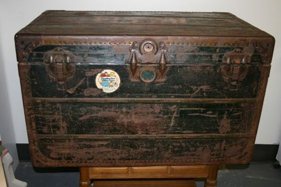 VINTAGE CIRCUS CLOWN TRUNK. If you are a clown then this might interest you...FL Craigslist. 9.2.2012. Asking 5K
