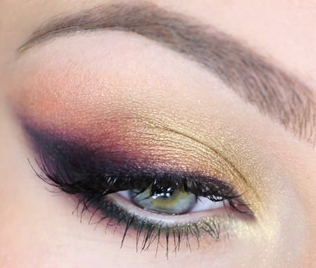 INSPIRATION :: Sunset Eye :: Love how the winged line is actually purple shadow that fades to pink & gold. Even tho I think the bottom lashes are lined w/ black, it almost appears to be a dark or duochrome teal. Gorgeous.