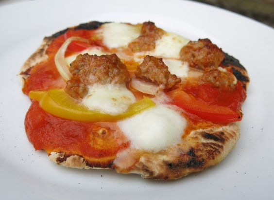 You fancy pizza? No problem, with Otto's Pizza Stone you can grill this delicious pizza within minutes. Just top it with tomato sauce, some Italian Salsiccia, peppers and mozzarella. Buon appetito!
