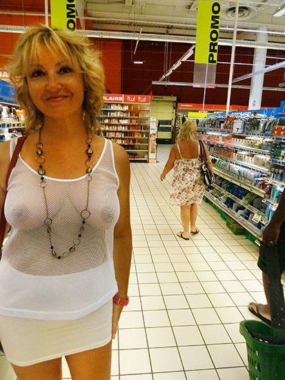 Flashing milf in supermarket 1