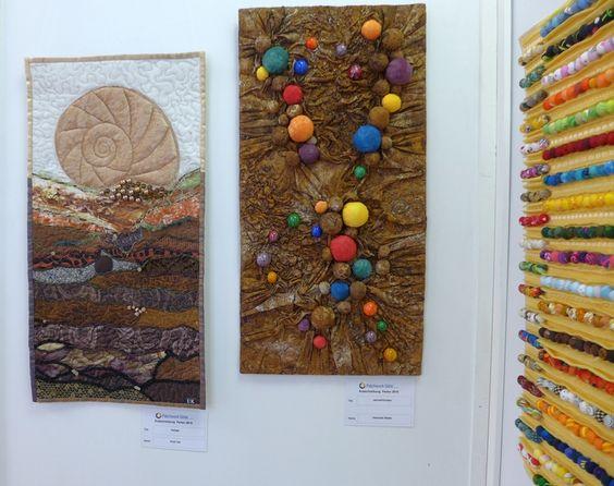 Uta Krell: Gelege (li), Beate Heibutzki: Jahresfrüchte (re) Ausstellung 'Perlenquilts' - Ausschreibung der Patchworkgilde