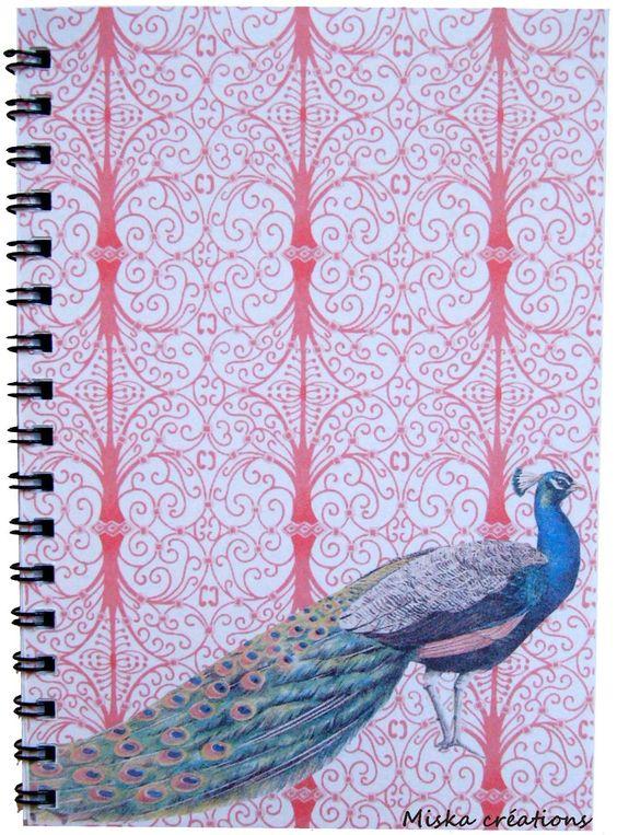 """Carnet rétro spiralé, serie """"oiseaux"""". Motif art déco et paon."""