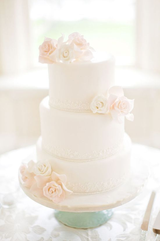 Simple White Elegant Cake {Inspiration}