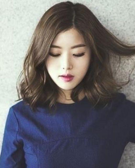 Các kiểu tóc xoăn ngắn lọn to thì mẫu này phù hợp cho quý cô trên 30 tuổi, cực trẻ trung
