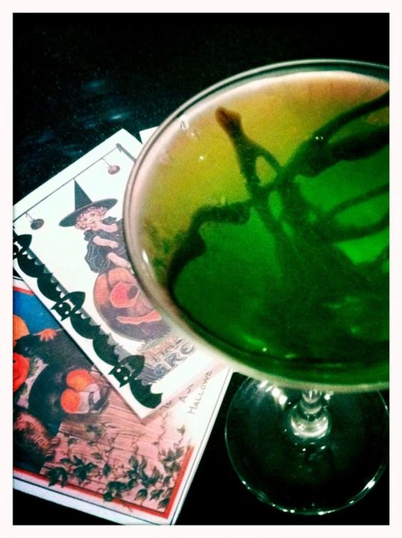 Midori green ghoul halloween cocktail halloween for Halloween green punch recipes alcoholic