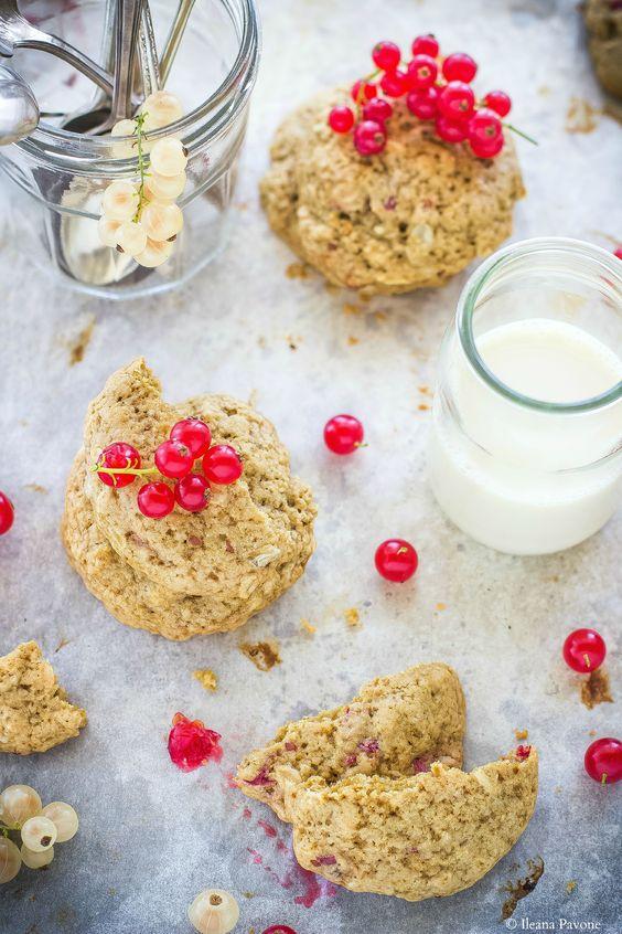 I biscotti all'avena e ribes sono dei dolcetti rustici a base di farina di farro…