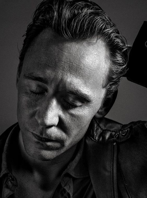 Little lighting test with the awesome Tom Hiddleston @twhiddleston. Its great to work with creative minds like him! pic.twitter.com/9iSa5qrgze
