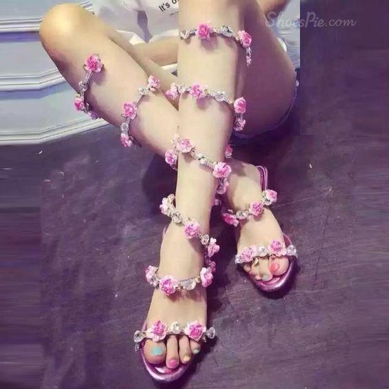 Shoespie Flower Appliqued Rhinestone Gladiator Sandals