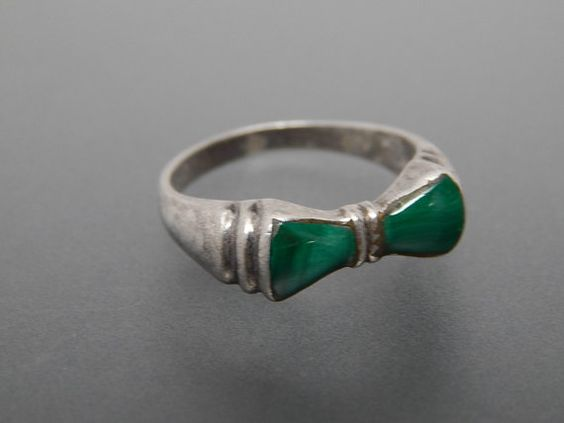Vintage Ring Malachite 925 Silver Cute Bow by VINTAGEARTJEWELRY