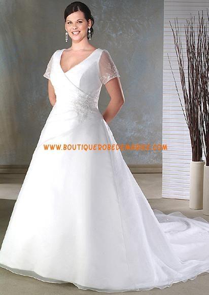 Robe de mariée blanche avec manches de grande taille