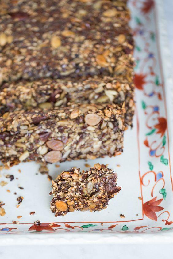 Pan de semillas y nueces es la solución perfecta para cualquier persona que no tolera el gluten, pero también es lo máximo para los que no, es delicioso.