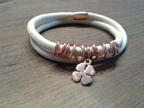 Weiches Wickelarmband aus Leder mit einem Glücksbringerin Kupferfarben.