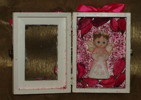 Small angel Gifts from bride and groom for friends