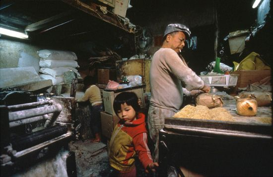 Kowloon Walled City - Noodle Factory/Apartment, 1989 (by Greg Girard)