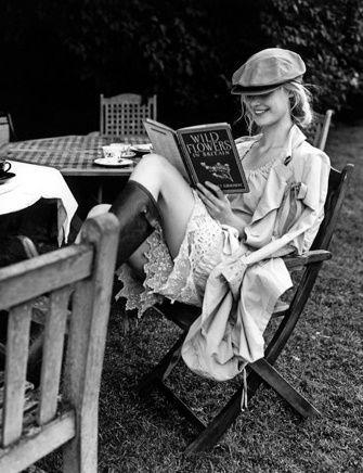 Lesen versetzt dich in eine andere Welt - Buchtipps auf femundo.de | #makereadingreatagain #bookstagram #bookish #lesen #reading #books #buchtipps #rezensionen