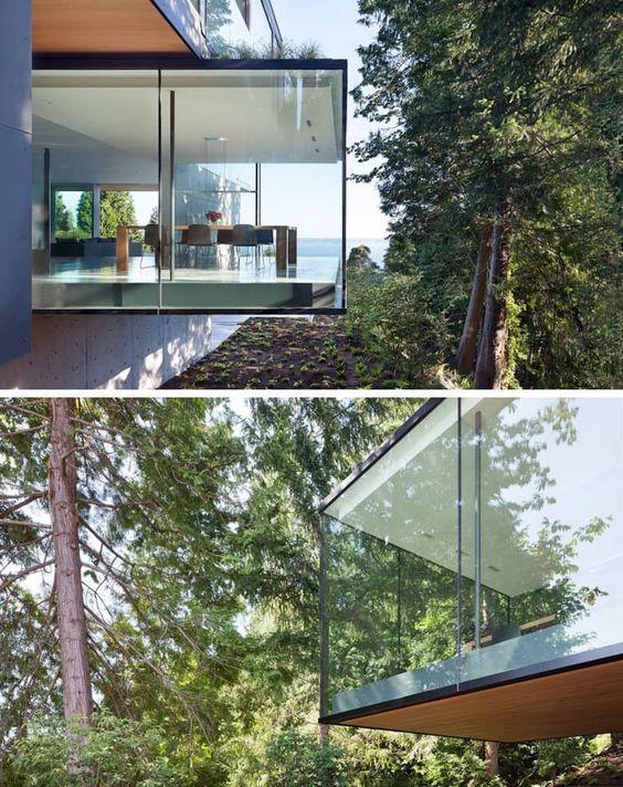 Ein Esszimmer umgeben von Glas hängt von der Seite dieses Hauses  #esszimmer #hangt #hauses #seite #umgeben