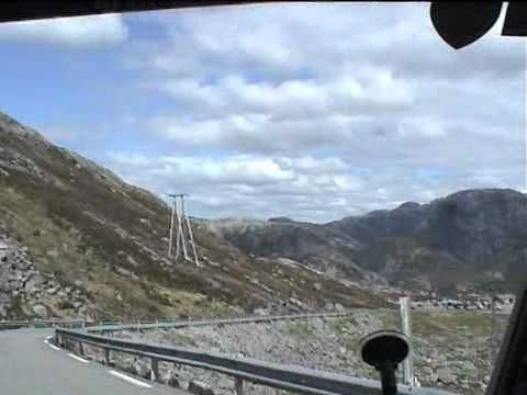 Suleskarvegen in Noorwegen ( van het Setesdal naar Lysebotn)- een weg die wel eens verward wordt met Trollstigen. Overigens wel net zo heftig ( en prachtig) om te rijden.