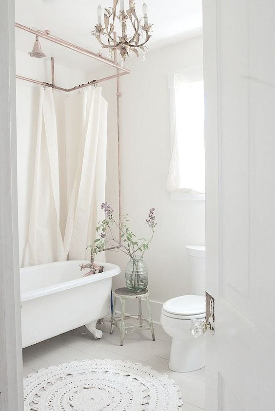 Traditional white bathroom, chandelier