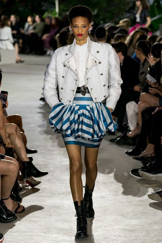Louis Vuitton Resort 2020 collection, runway looks, beauty, models, and reviews.