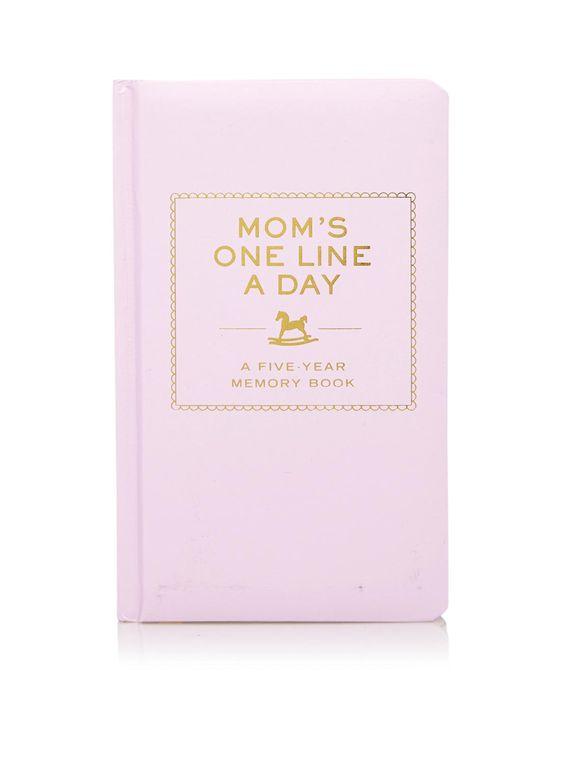 """Een dagboek bijhouden is niet weggelegd voor iedereen. Maar toch is het wel erg leuk om herinneringen vast te leggen, zeker als je net moeder wordt/ bent geworden. De one line a year – 5 year memory book is hierbij de uitkomst. Zoals Flow Magazine het beschrijft: """"dit boek past helemaal bij de eenvoud en haalbaarheid waarnaar we op zoek zijn in onze drukke levens"""". 5 jaar lang, schrijf je elke dag 1 of 2 zinnen op over je kindje en wat je hebt gedaan. Zo kun je eerste woordjes, leuke…"""