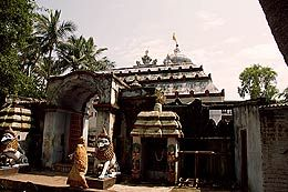 http://www.vaisnava.cz/clanek_en.php3?no=175 PURI On the advice of Sage Narada, King Indradyumna made a Narasimha Deity out of black stone and placed it under black sandal wood tree and worshipped Him. It is believed that in front of this temple the Aswamedha Yagna took place and hence He known as 'Yagna Narasimha'.