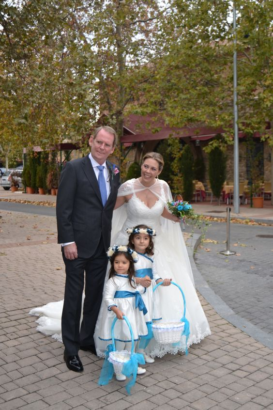Unas simpáticas pajes la acompañarán al altar. #boda #ceremonia