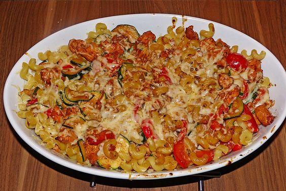 Zutaten   200 gNudeln, z.B. kurze Makkaroni  200 gKirschtomate(n)  1 m.-große  Zucchini  1 BundLauchzwiebel(n)  1 Paprikaschote...